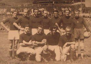 AFK Ledeč (1944). Zleva stojí: Moravec, Zelený, Pokorný, Tomiška, Drahozal, Dvořák a Čepl. Zleva sedí: Krampol, Rajdl, Kotrhonc a Zanigraul